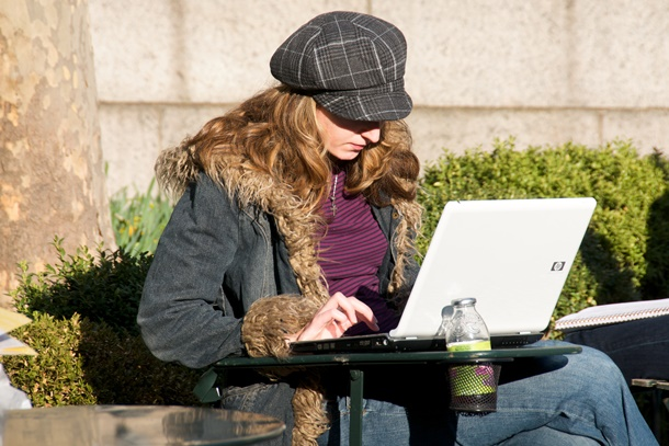 One_of_the_rare_non-Apple_laptops_seen_in_an_otherwise_cool_park_full_of_cool_people